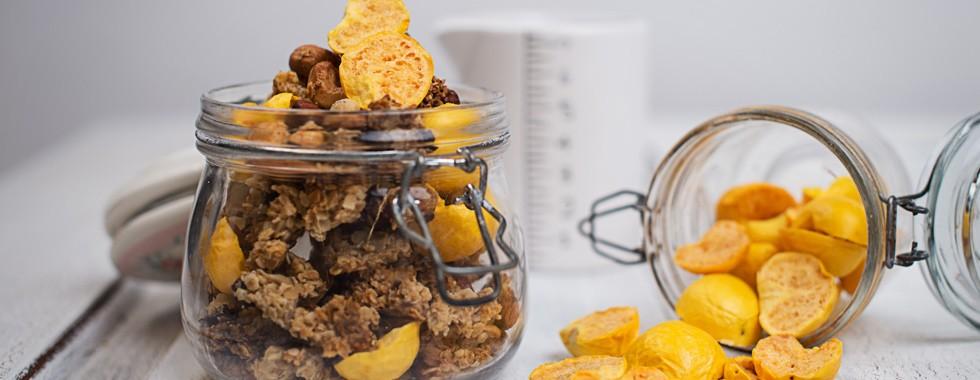 nussyy knuspriges granola mit bio physalis aus sterreich rezepte spar sterreich. Black Bedroom Furniture Sets. Home Design Ideas